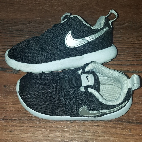 competitive price 01155 605ab Toddler nike roshe one